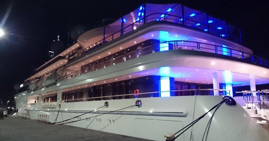 Una barca carica di progetti in arrivo dal Qatar