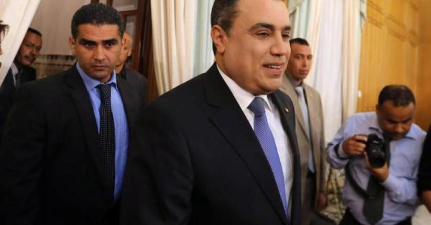 Tunisia si propone a investitori come 'start-up' democrazia