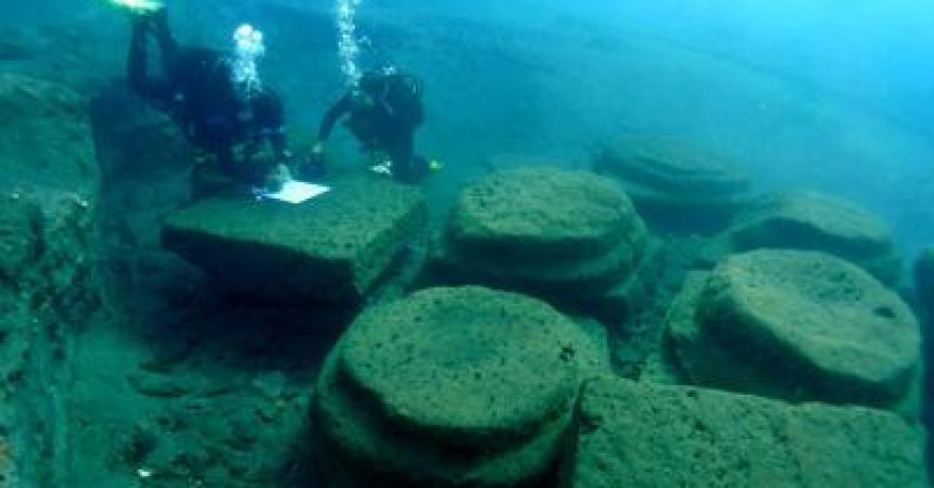 A Lipari tunnel subacquei trasparenti per visitare il porto romano
