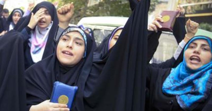 Tunisia alla vigilia del voto, donne strette fra laicità e richiamo del jihad