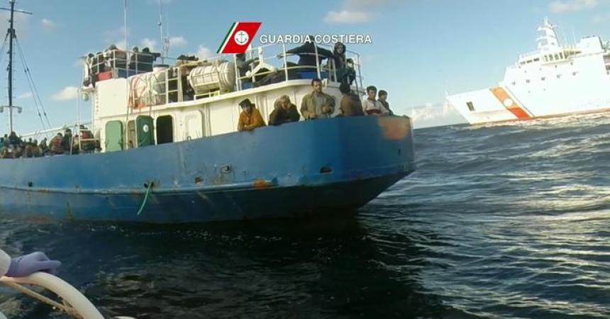 Immigrazione: soccorsi in 800, su cargo con pilota automatico