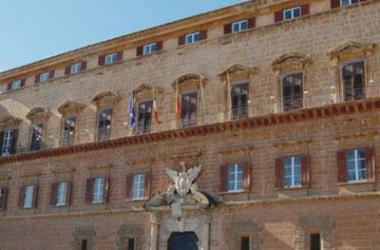 La Sicilia spende per il personale 15 volte il Trentino, 115 euro pro capite contro 7,72
