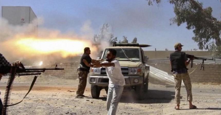 Libia, al via rientro di italiani. Pinotti, pronti a inviare almeno 5mila uomini