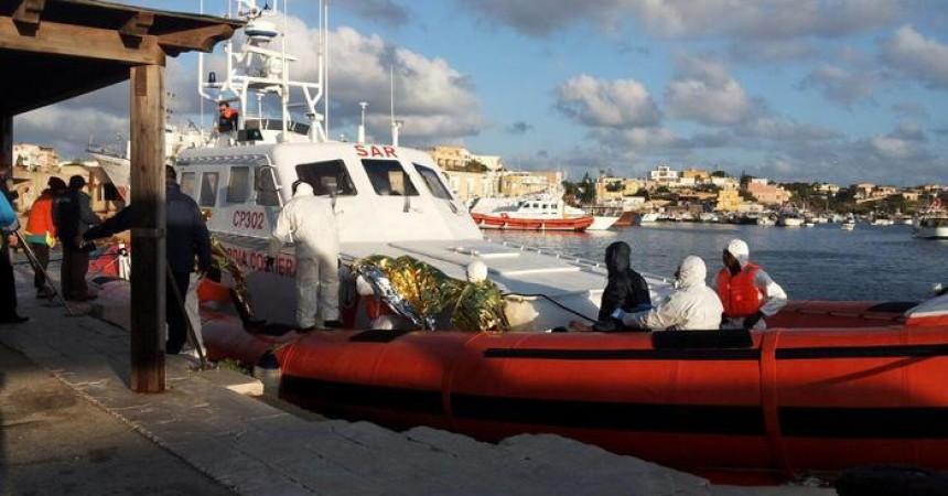Immigrazione: choc superstiti naufragio, oltre 330 morti. Il Consiglio d'Europa boccia la missione Triton