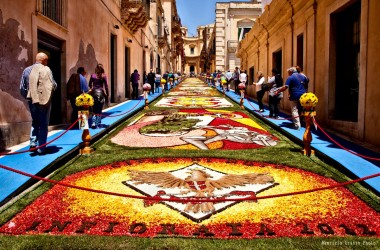 L'Infiorata 2015 di Noto strizza l'occhio alla Catalogna