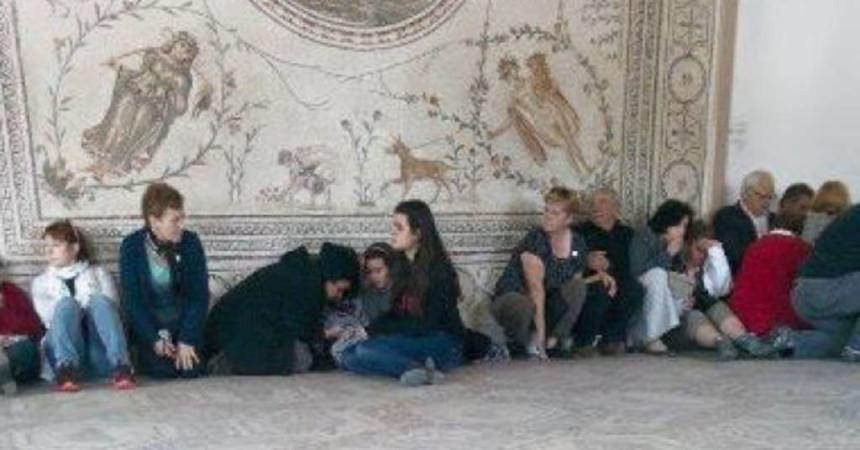 """Almeno 18 morti e 21 feriti in blitz al museo. Al Jazeera: """"Due italiani tra le vittime"""""""