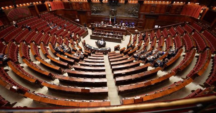 Gentiloni: 'L'Italia onorerà la memoria' di Giovanni Lo Porto. Ma l'Aula è deserta