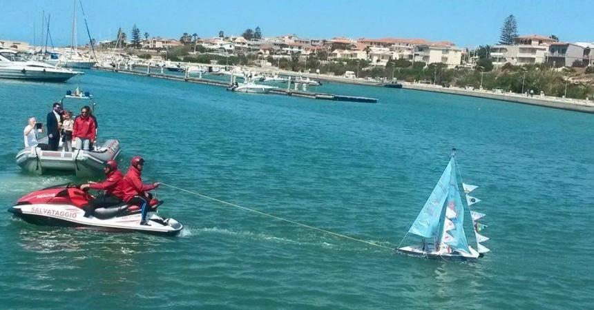 Salpa da Marina di Ragusa, una barca carica di messaggi di Pace