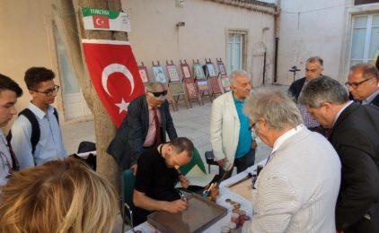 La Turchia  presente  all'Infiorata di Noto con la sua originale pittura  Ebru