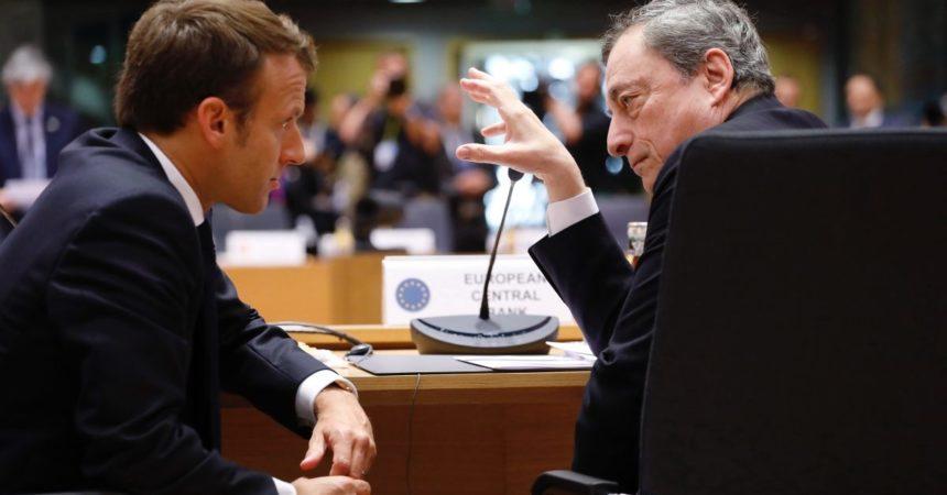 """Vaccini, Draghi-Macron """"Incoraggianti le dichiarazioni dell'Ema"""""""