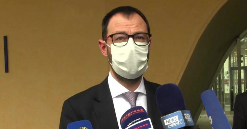 """Patuanelli """"Ben venga il piano europeo per i vaccini"""""""