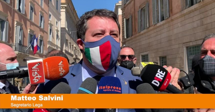 """Vaccini, Salvini """"Bertolaso ha corretto quello che c'era da correggere"""""""