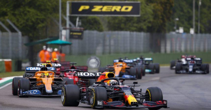 Verstappen vince a Imola su Hamilton e Norris, Leclerc 4° e Sainz 5°