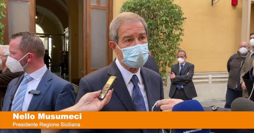 """Covid, Musumeci: """"I vaccini in Sicilia arrivano ancora col contagocce"""""""
