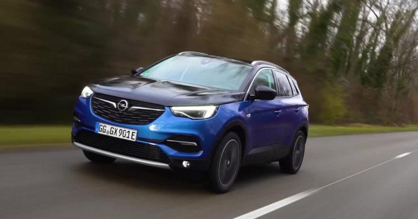Opel Grandland X ibrida: 300cv e trazione integrale ad emissioni ridotte