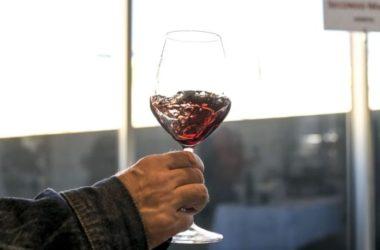 Covid, crolla del 20% consumo vino italiano all'estero