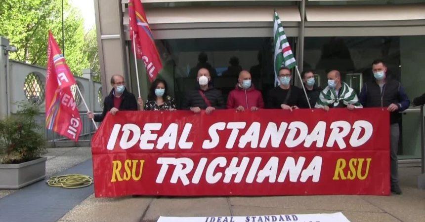 Lavoratori Ideal Standard temono delocalizzazione, manifestazione a Milano