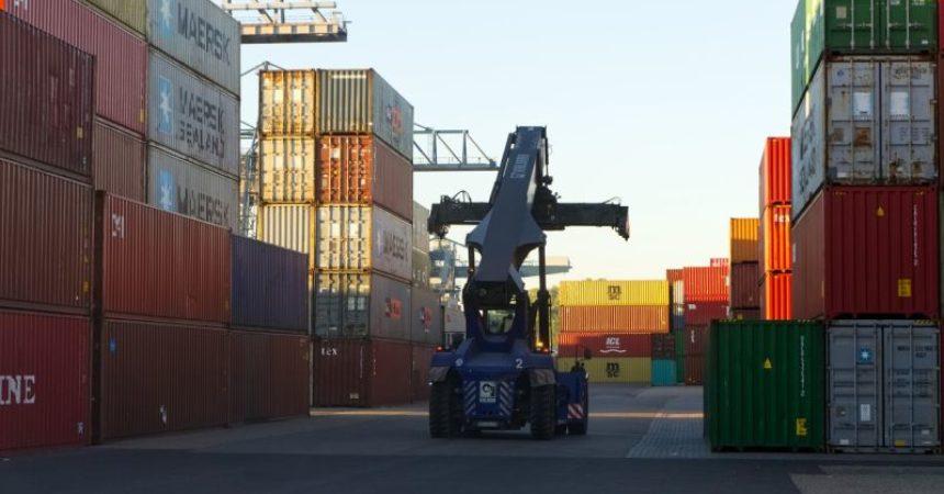 Commercio estero, ad aprile in crescita export e import
