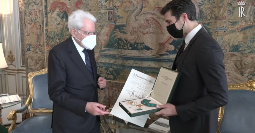 Mattarella consegna onorificenza Grande Ufficiale a Roberto Bolle