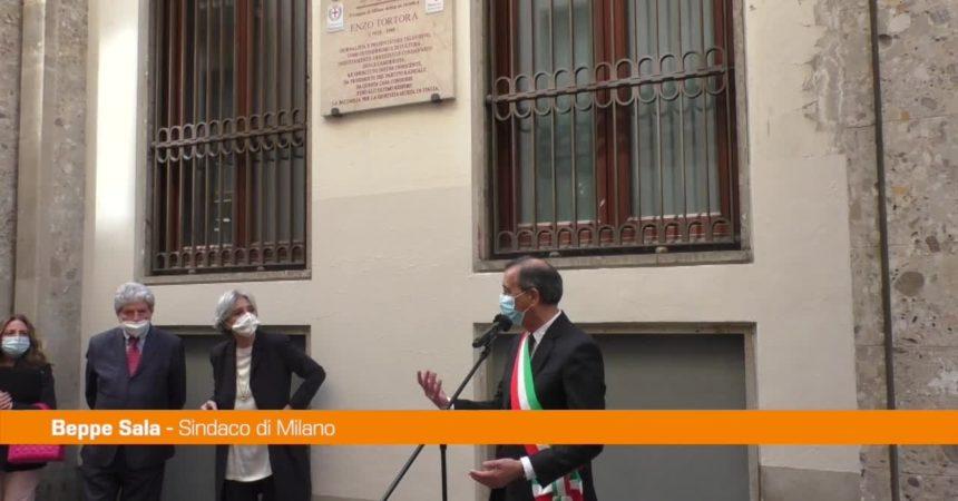 A Milano una targa in memoria di Enzo Tortora