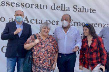 Covid, figlia Che Guevara visita hub vaccinale di Palermo