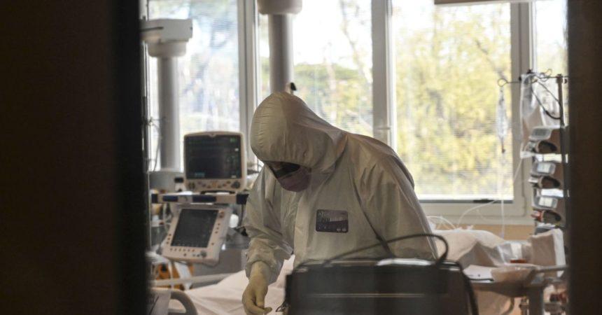 Covid, via libera a nuovi anticorpi monoclonali
