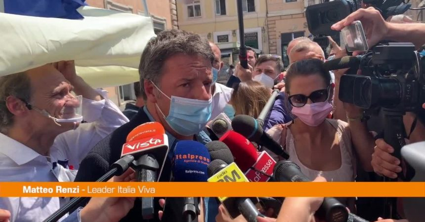 Giustizia, Renzi firma per i referendum di Radicali e Lega