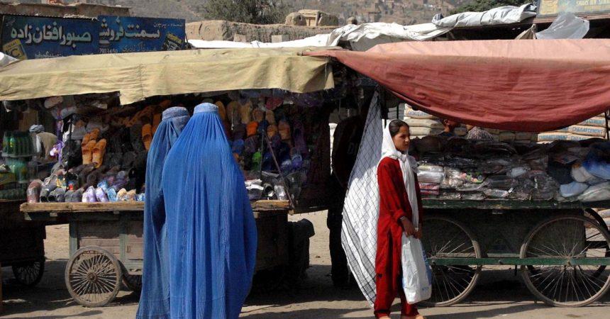 Afghanistan, i talebani vietano alle donne di fare sport