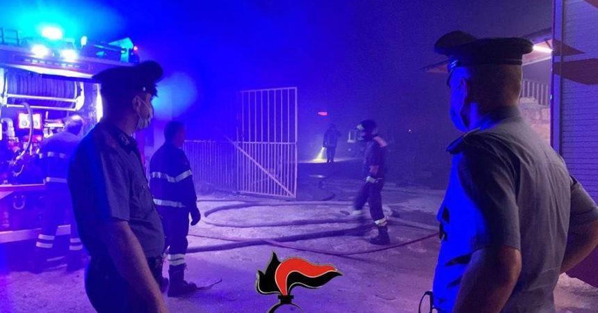 Incendio in baraccopoli nel Trapanese, un morto