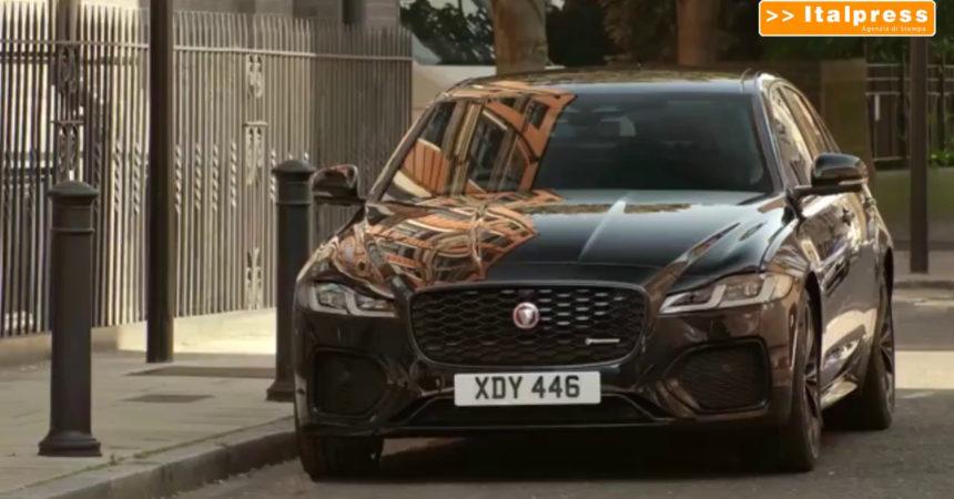 Jaguar XF, inseguimento tra le strade di Londra