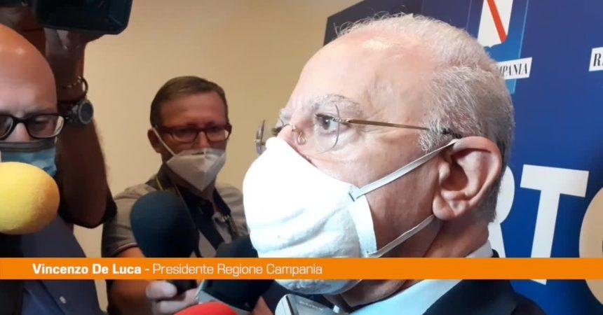 """Blitz contro no vax, De Luca: """"Usare pugno di ferro"""""""