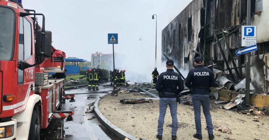 Aereo privato precipita a San Donato Milanese: morti i 6 a bordo