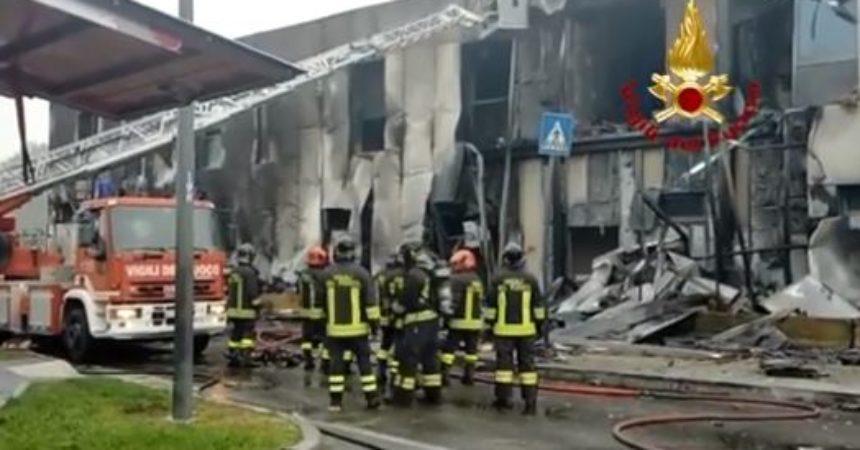 Aereo privato precipita nel Milanese, salgono a 8 le vittime