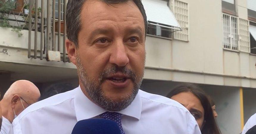 """Salvini """"Mettere per iscritto che nessuno pagherà più tasse"""""""