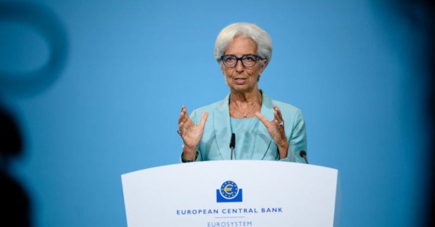 """Ue, Lagarde """"Entro fine 2021 ritorno Pil a livello pre-crisi"""""""