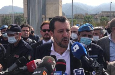 """Salvini """"Errore finanziare reddito cittadinanza e tagliare pensioni"""""""